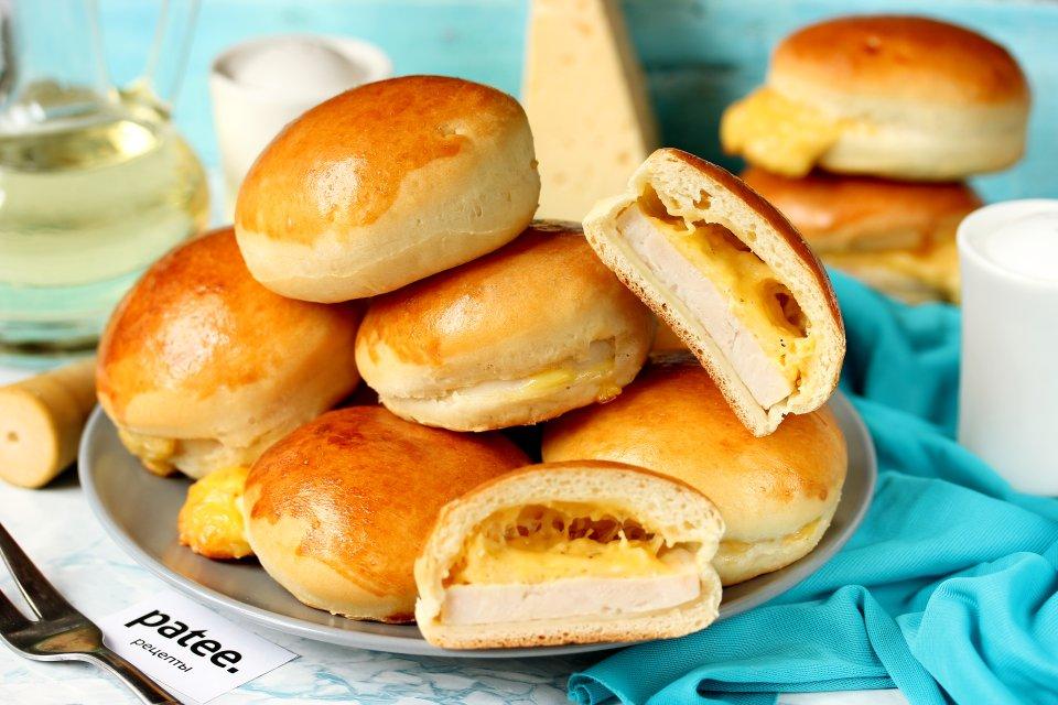 Пирожки с ветчиной и сыром