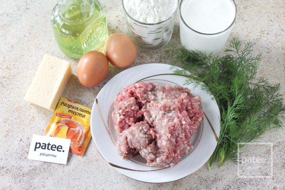 Заливной пирог на кефире с фаршем и сыром - Шаг 1