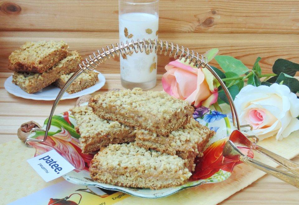 Хрустящий пирог со сгущенным молоком и орехами