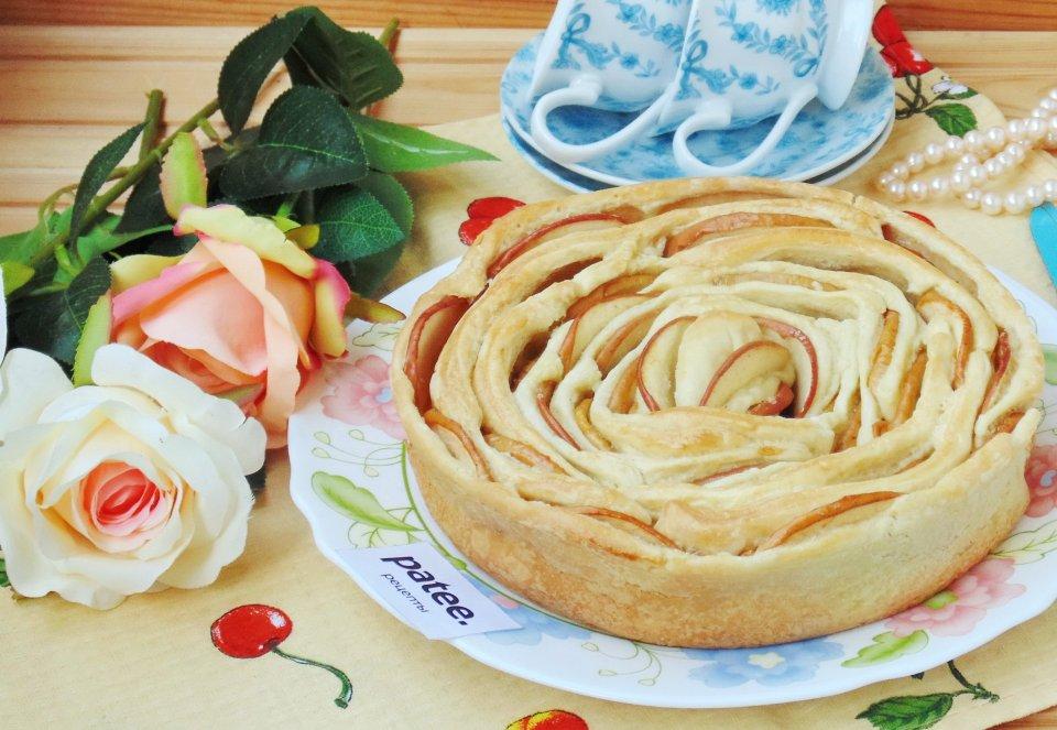 """Пирог из слоеного теста """"Роза"""""""