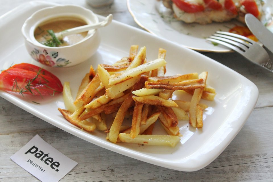 Жареная картошка с хрустящей корочкой на сковороде