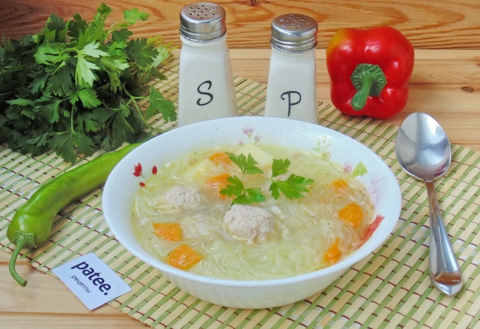 Суп с фунчозой и мясными фрикадельками