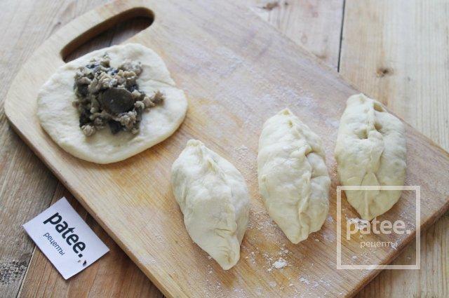 Пирожки с грибами и куриным фаршем в духовке