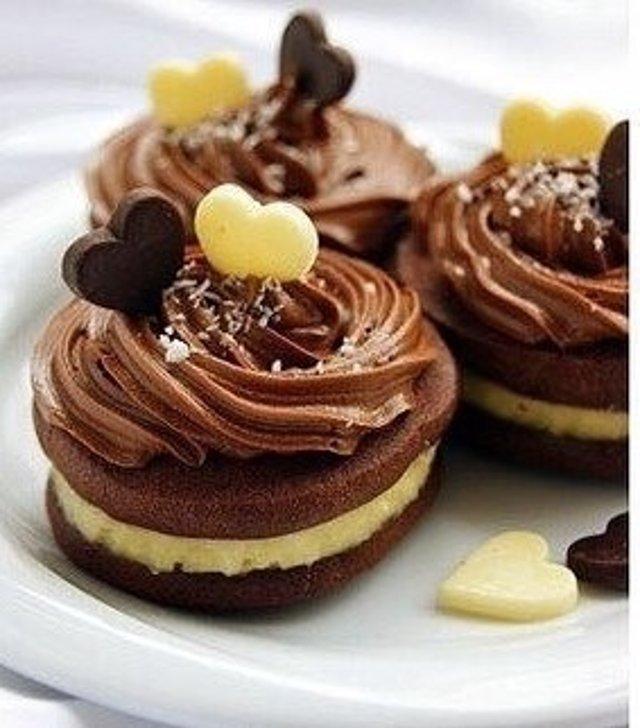 Шоколадное печенье с кокосовым кремом