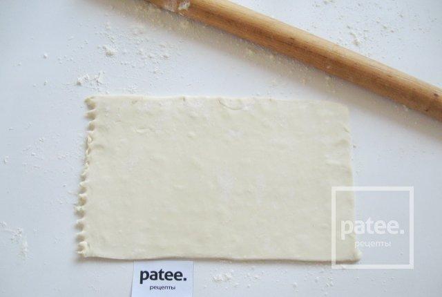 Слоеные бантики с белковым кремом