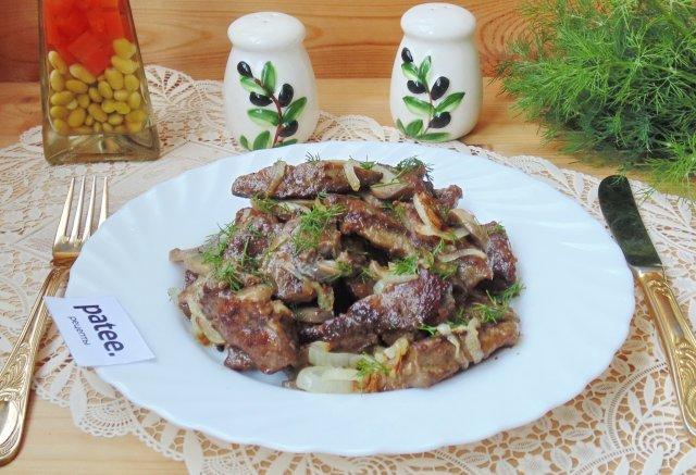 Печень с грибами и луком