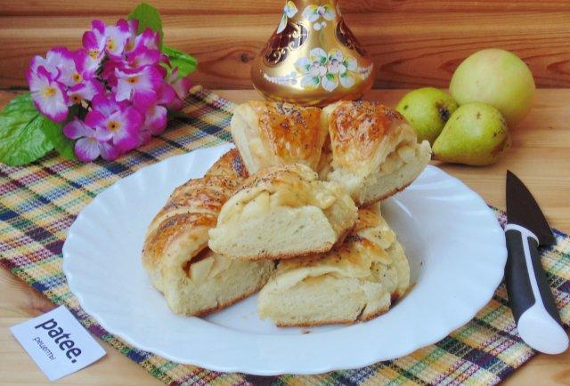 Слоеный пирог с яблоками и грушами