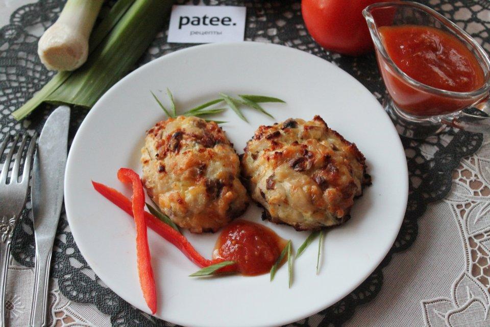 Котлеты куриные с грибами и сыром в духовке