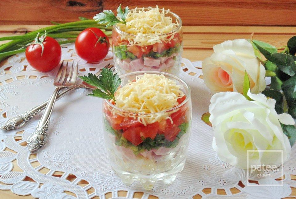 Салат с ветчиной и помидором
