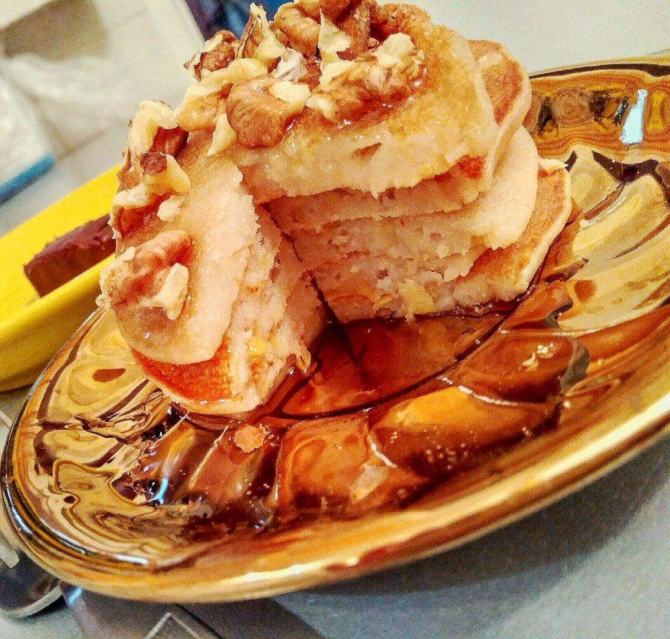 Оладьи из рисовой муки с яблоком.