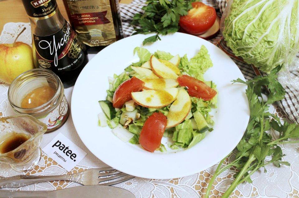 Салат из пекинской капусты с яблоком и льняным маслом