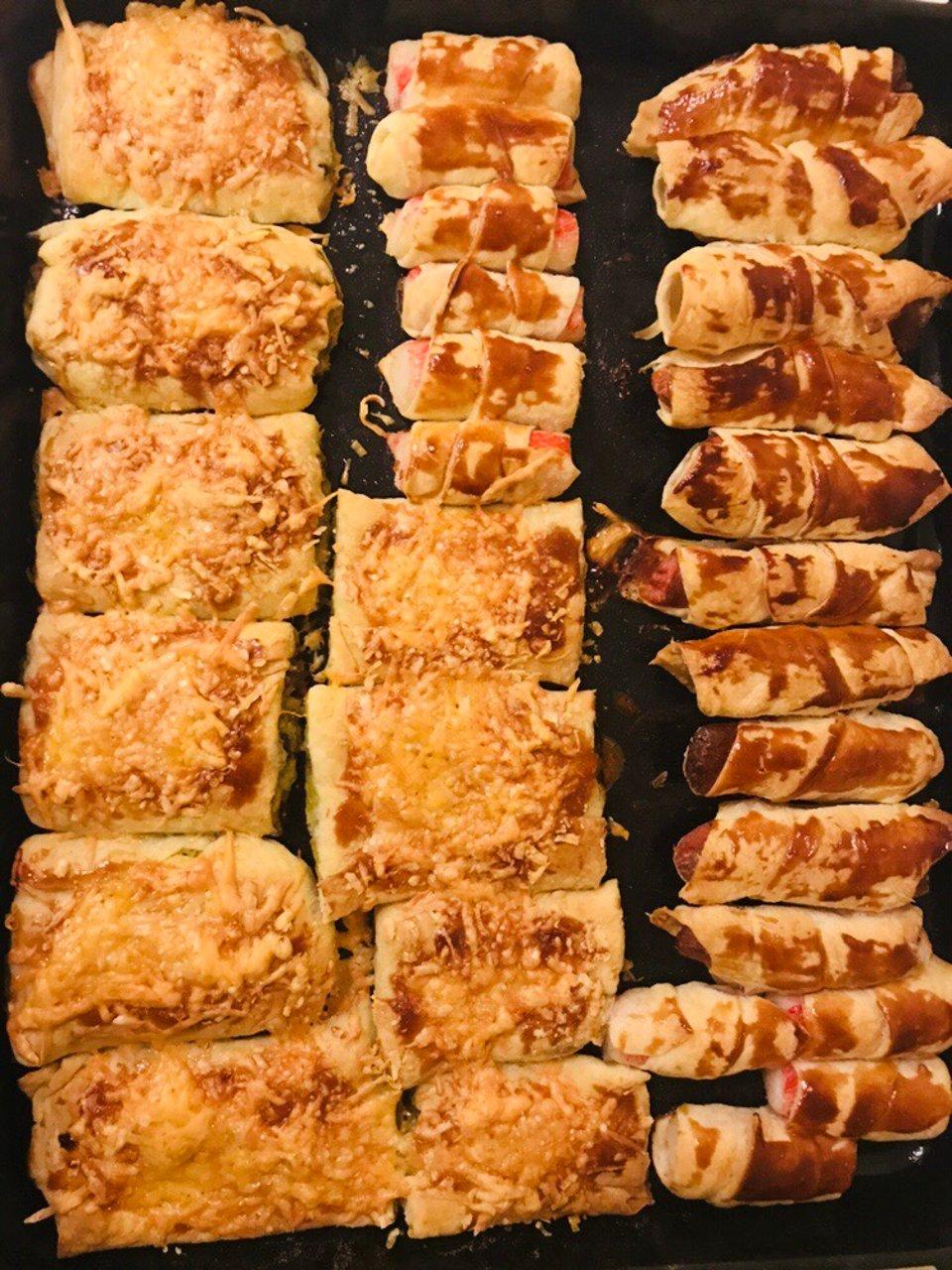 Слоёные пирожки с сосиской , с крабовыми палочками , с картошкой и грибами на скорую руку!