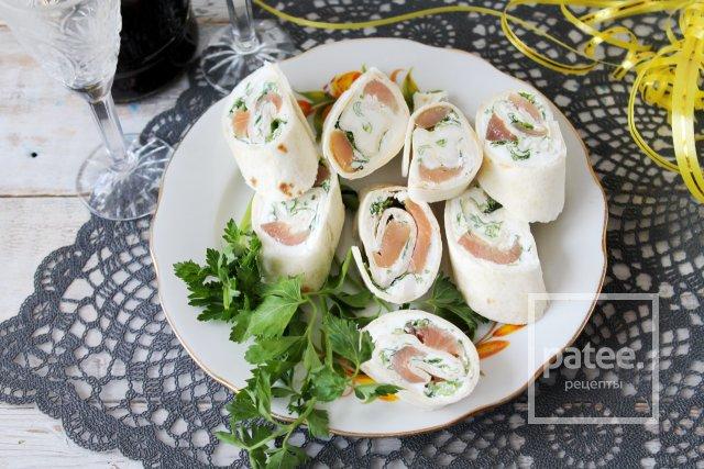 Закусочные рулетики с лососем и творожным сыром
