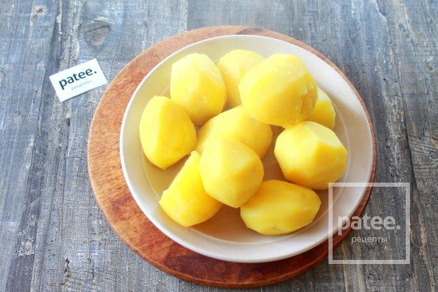 Картофель запеченный под сливочно-чесночным соусом