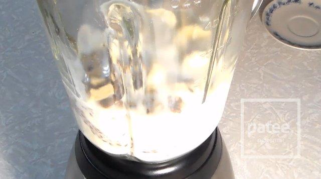 Молочно-банановое смузи с орехами