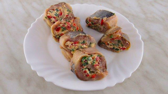 Рулет из селедки. Вкусная и оригинальная закуска из сельди