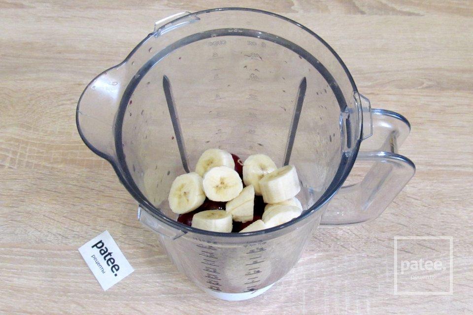 Банановое мороженое с вишней и сгущёнкой