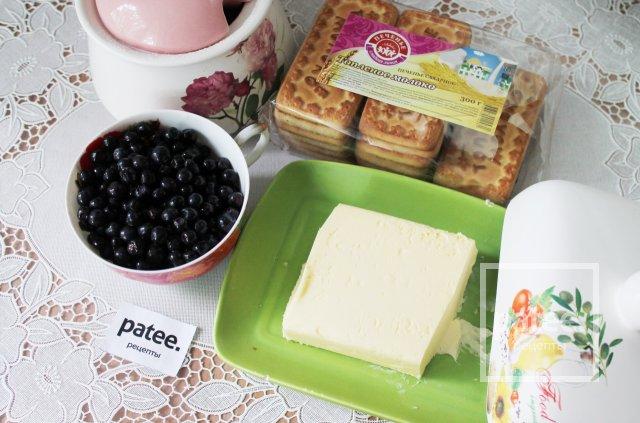 Насыпной пирог с черникой и печеньем