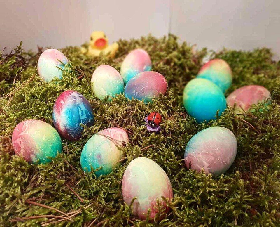«Радужные яйца» для Пасхи