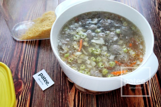 Суп с вермишелью и фрикадельками