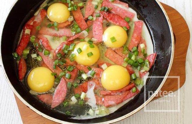 Яичница 🍳 с колбасой