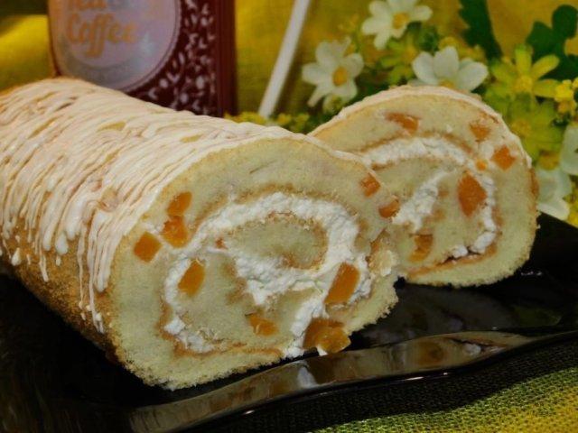 Рулет с творожным сыром и абрикосами