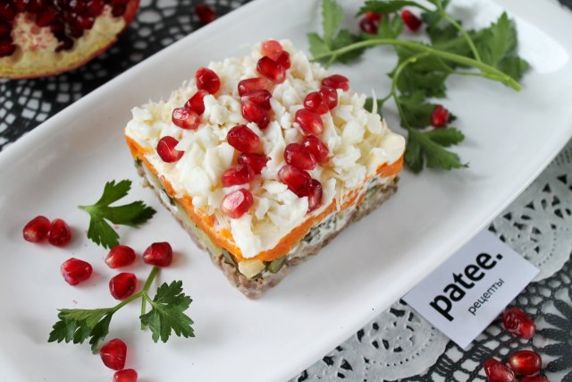 "Праздничный салат ""Бусы на снегу"""