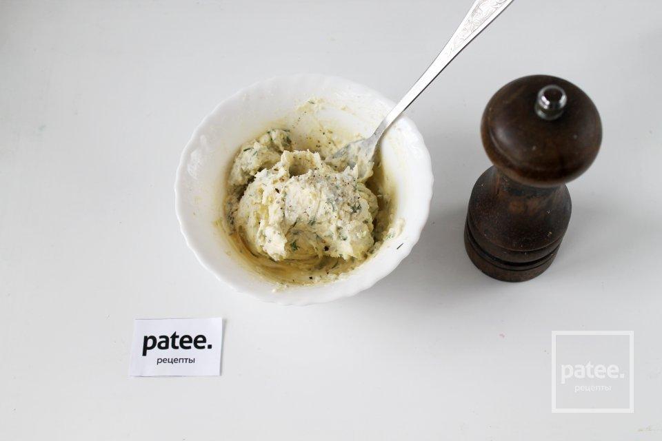 Яичное масло из желтков с укропом