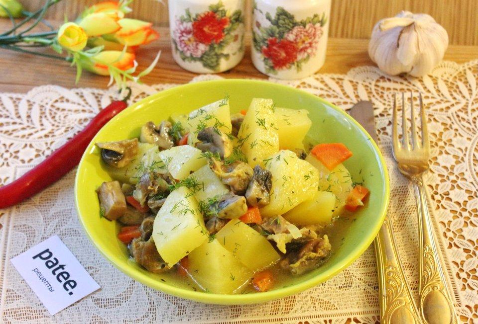 Картофель с грибами и куриными желудками
