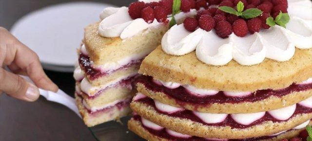 Бисквитный торт с малиной и маскарпоне