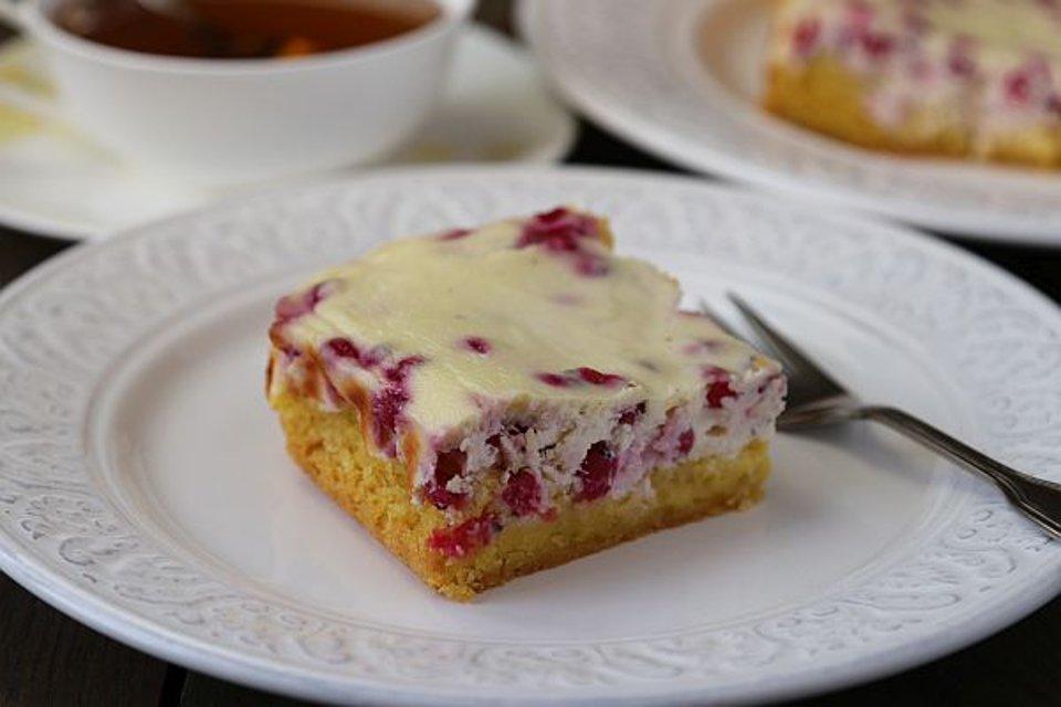 Творожый пирог с ягодами на кукурузной муке