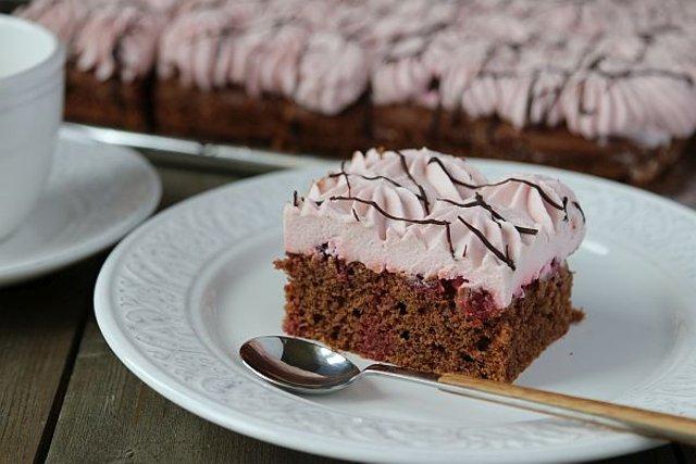 Вишнево-зефирный пирог