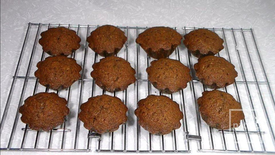 Шоколадные кексы с черной смородиной и апельсином