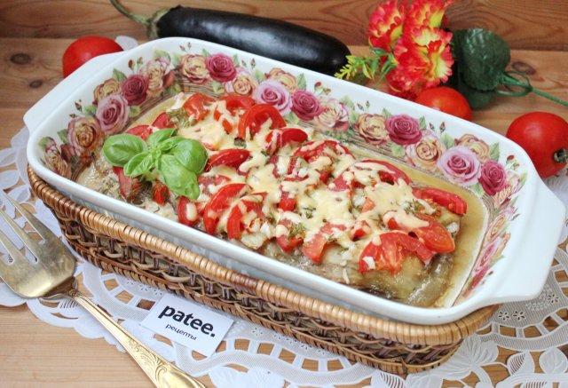 Куриная грудка запеченная с баклажанами и помидорами