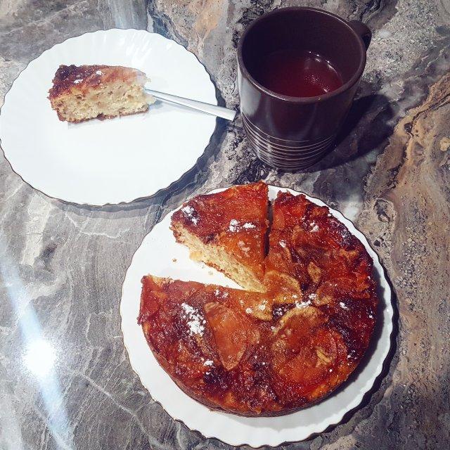 Теплый яблочный пирог