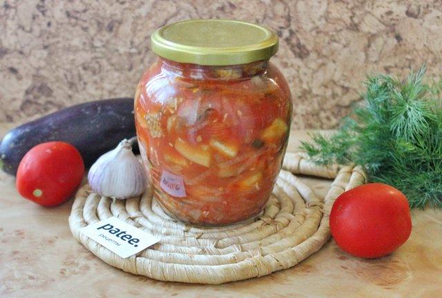 Салат из баклажанов и огурцов в томатном соусе на зиму