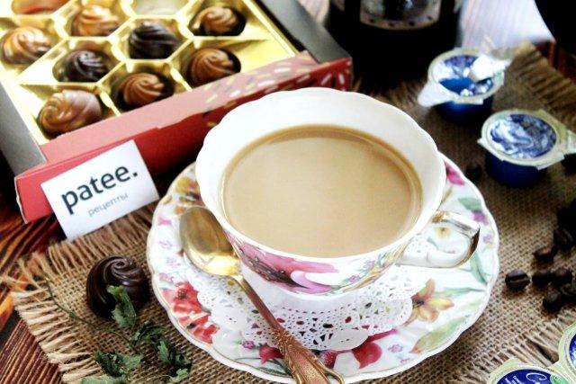 Кофе с мятой во френч-прессе