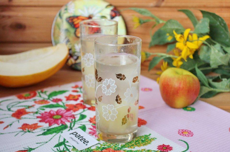 Компот из дыни и яблок