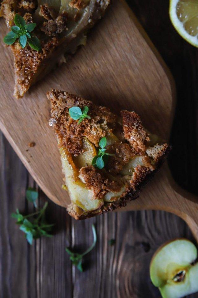 Яблочный пирог с базиликом