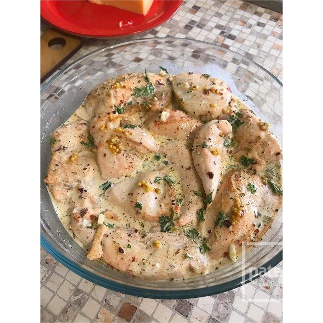 Нежнейшее куриное филе под сырно-сливочным вкусом.