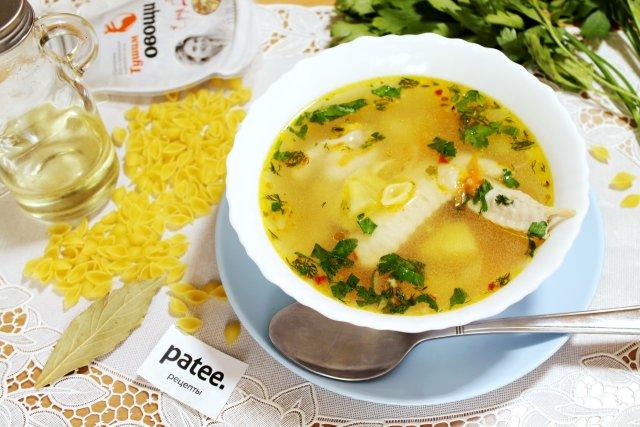 Быстрый куриный суп с ракушками