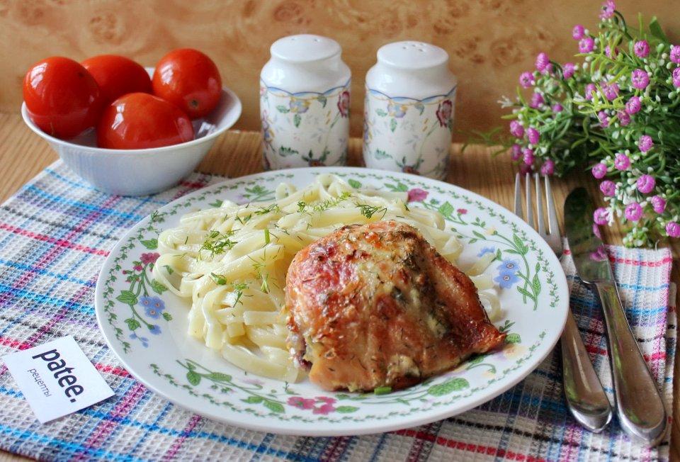 Куриные бедра со сметаной в духовке