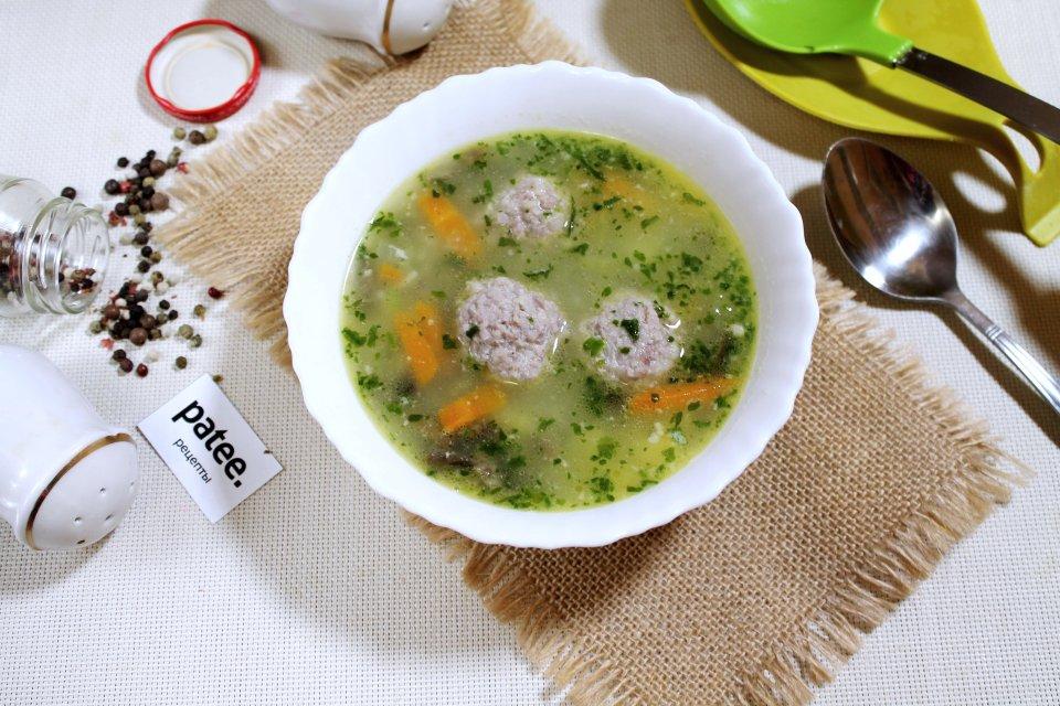 Овощной суп с грибами, мясными фрикадельками и вермишелью