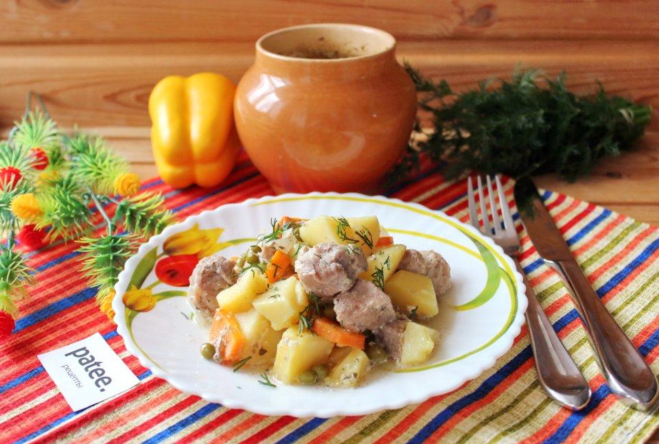 Свиная шейка с овощами в горшочках