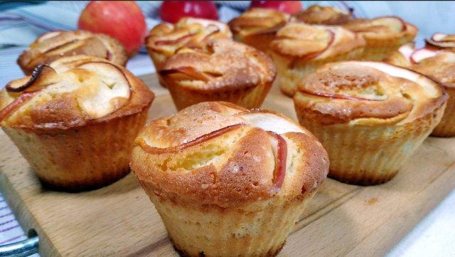 Кексы с яблоками, простой рецепт