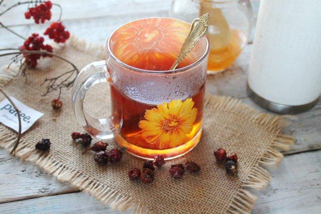 Мятный чай с калиной, имбирём и шиповником