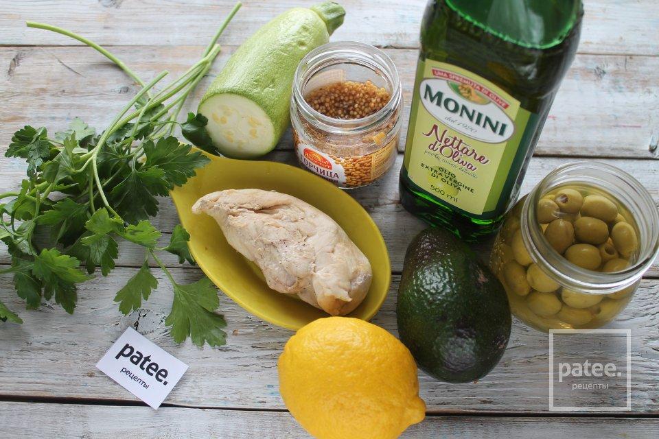 Салат из авокадо с курицей, брынзой и кабачком