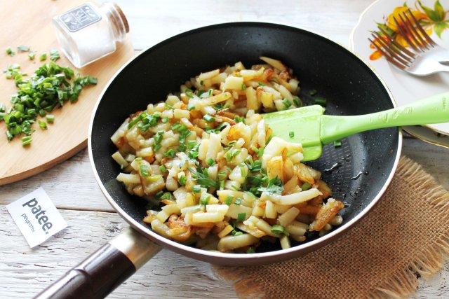 Вкусная жареная картошка на сковороде
