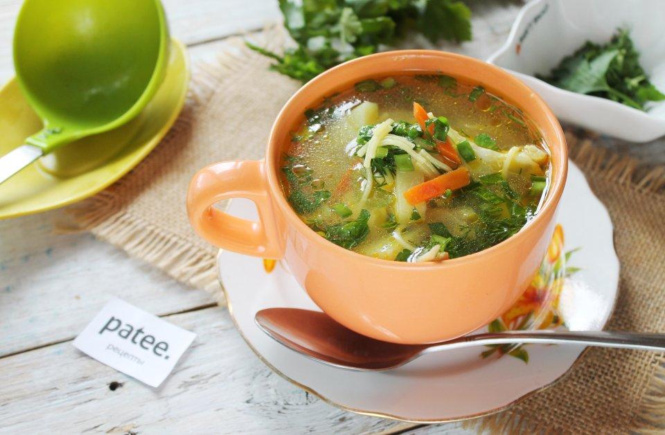 Вермишелевый суп с курицей и куркумой