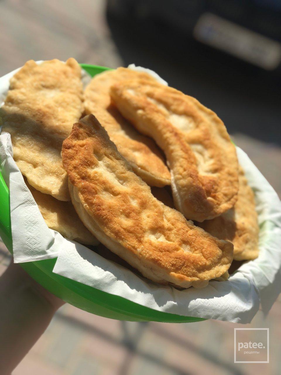 Пирожки с творогом, сыром и зеленью